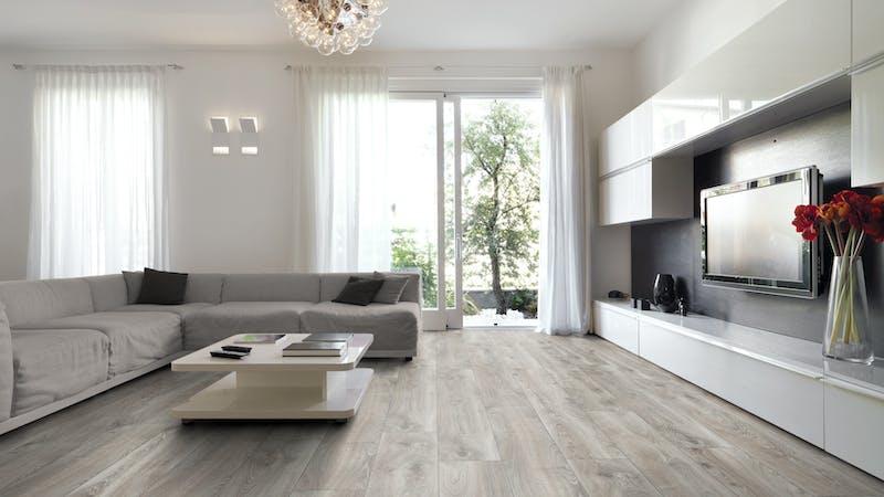 Laminat Kronotex Mammut Plus Highland Eiche Silber Produktbild Wohnzimmer - Urban mit Wohnwand zoom