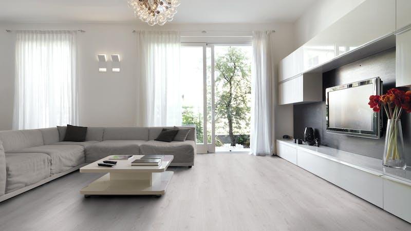 Laminat BoDomo Klassik Trend Eiche Weiß Produktbild Wohnzimmer - Urban mit Wohnwand zoom