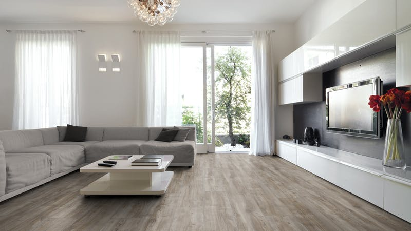 Laminat Kronotex Exquisit Plus Montmelo Eiche Silber Produktbild Wohnzimmer - Urban mit Wohnwand zoom