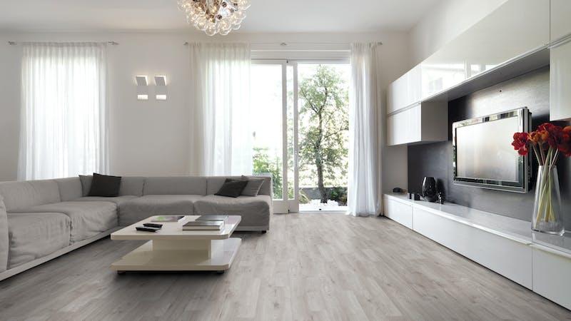 Laminat BoDomo Klassik Winter Eiche Grau Produktbild Wohnzimmer - Urban mit Wohnwand zoom