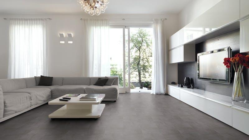 Laminat BoDomo Premium Beton Schiefergrau Produktbild Wohnzimmer - Urban mit Wohnwand zoom