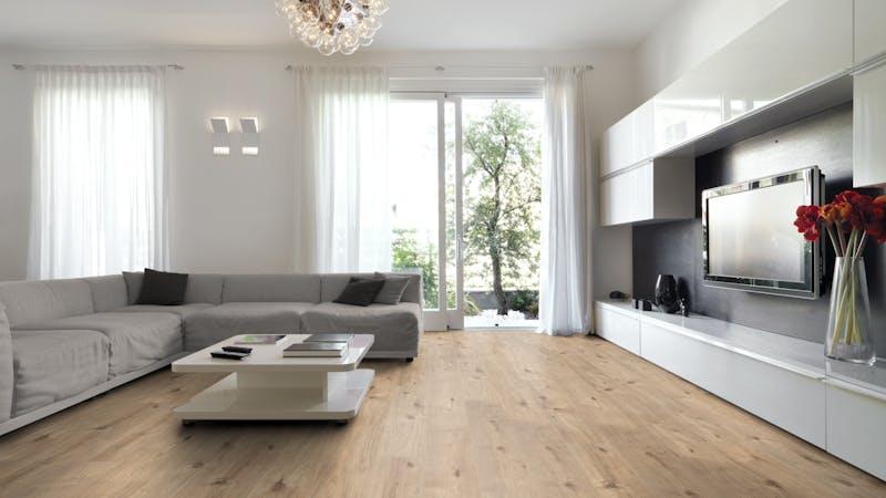 Laminat BoDomo Klassik Tirol Eiche Produktbild Wohnzimmer - Urban mit Wohnwand zoom