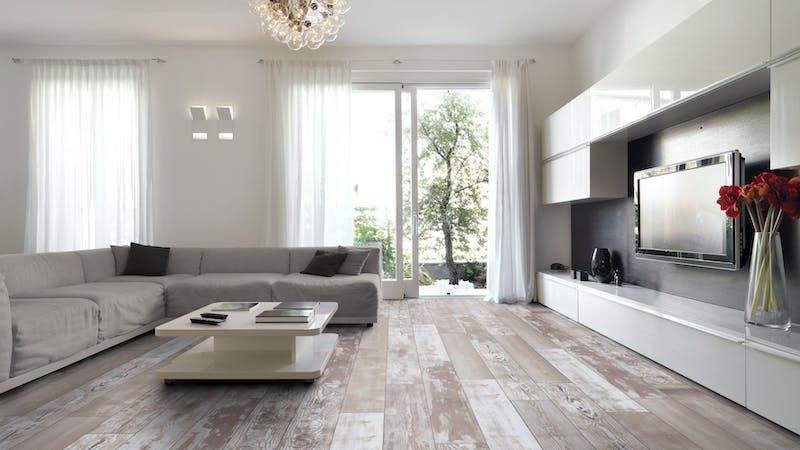 Laminat Kronoflooring MyArt Shack Pine Produktbild Wohnzimmer - Urban mit Wohnwand zoom