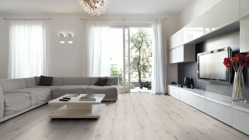 Laminat Kronoflooring MyArt Misty Plains Oak Produktbild Wohnzimmer - Urban mit Wohnwand zoom