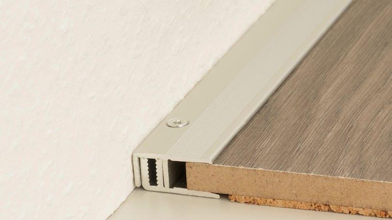 Abschlussprofil - Edelstahl matt - 22 mm x 270 cm Produktbild Schlafzimmer - Urban zoom