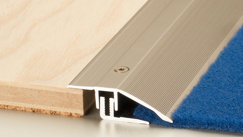 Anpassungsprofil - Edelstahl matt - 44 mm x 100 cm Produktbild Schlafzimmer - Urban zoom