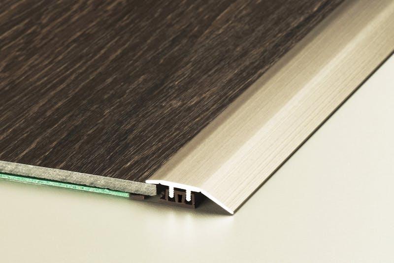 Anpassungsprofil - Edelstahl matt - 34 mm x 270 cm Produktbild Schlafzimmer - Urban zoom