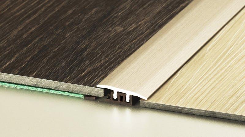 Übergangsprofil - Edelstahl matt - 27 mm x 100 cm Produktbild Schlafzimmer - Urban zoom