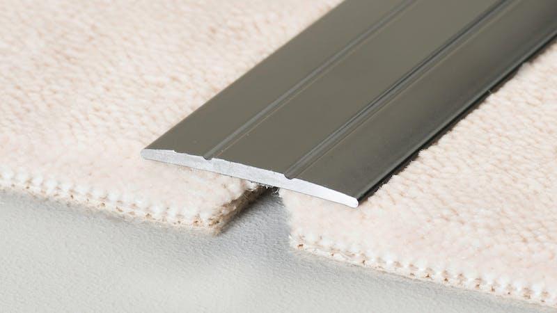 Übergangsprofil selbstklebend - Edelstahl matt - 38 mm x 270 cm Produktbild Schlafzimmer - Urban zoom