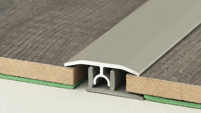 Übergangsprofil - Edelstahl gebürstet - 34 mm x 270 cm Produktbild Schlafzimmer - Urban zoom