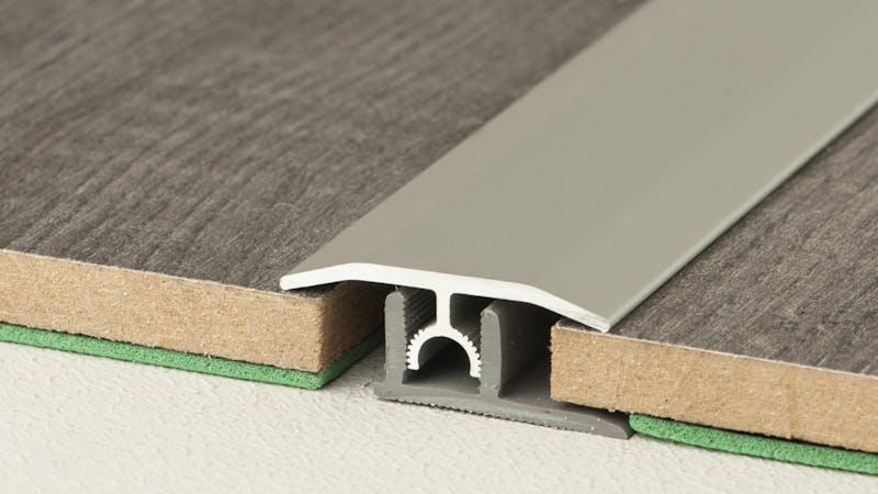 Übergangsprofil - Edelstahl gebürstet - 34 mm x 100 cm Produktbild Schlafzimmer - Urban zoom