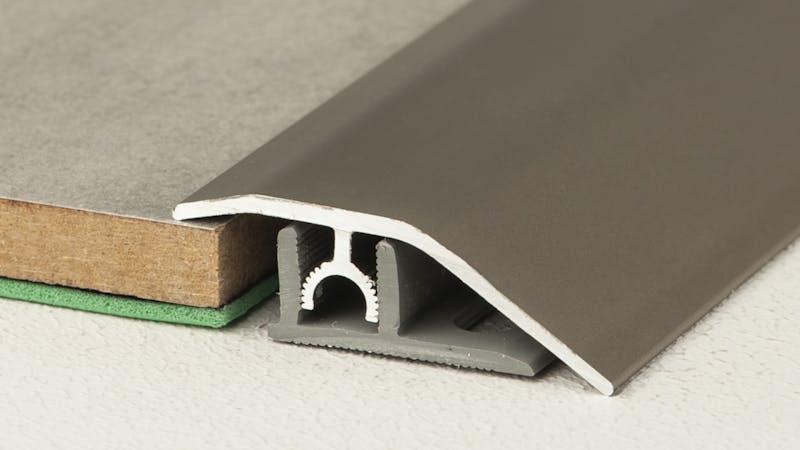 Anpassungsprofil - Edelstahl gebürstet - 44 mm x 100 cm Produktbild Schlafzimmer - Urban zoom