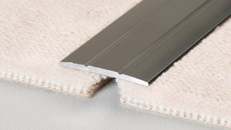 Übergangsprofil selbstklebend - Anthrazit Metallic - 38 mm x 270 cm Produktbild Schlafzimmer - Urban zoom