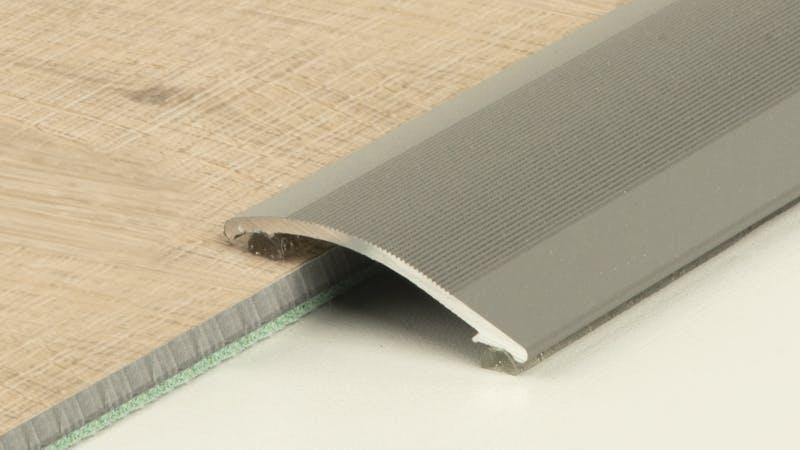 Anpassungsprofil selbstklebend - Anthrazit Metallic - 38 mm x 100 cm Produktbild Schlafzimmer - Urban zoom