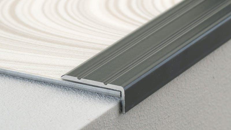 Winkelprofil selbstklebend - Grau Metallic - 24,5 mm x 10 mm x 100 cm Produktbild Schlafzimmer - Urban zoom