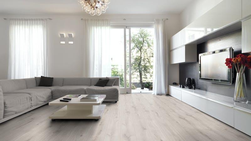 Laminat Kronoflooring O.R.C.A. Atlantic Oak Produktbild Wohnzimmer - Urban mit Wohnwand zoom