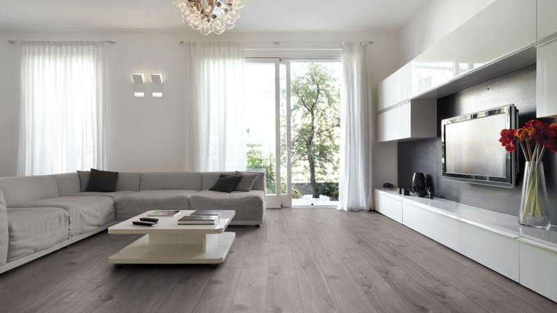Laminat Kronoflooring O.R.C.A. Baltic Oak Produktbild Wohnzimmer - Urban mit Wohnwand zoom