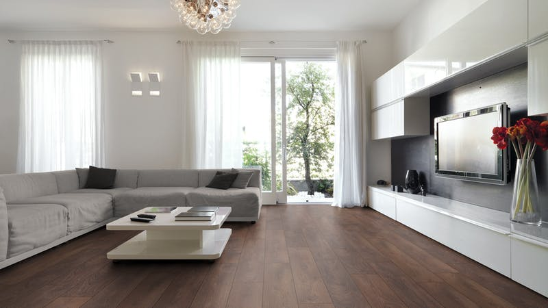 Laminat Kronoflooring O.R.C.A. Hudson Oak Produktbild Wohnzimmer - Urban mit Wohnwand zoom