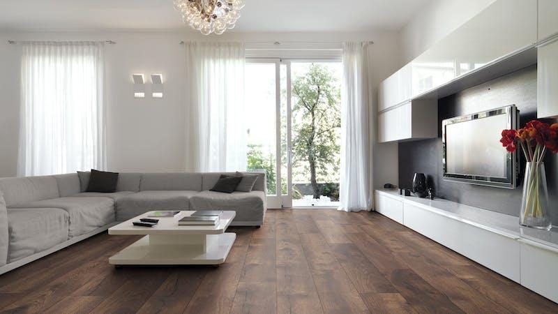 Laminat BoDomo Premium Spring Oak Dark Produktbild Wohnzimmer - Urban mit Wohnwand zoom