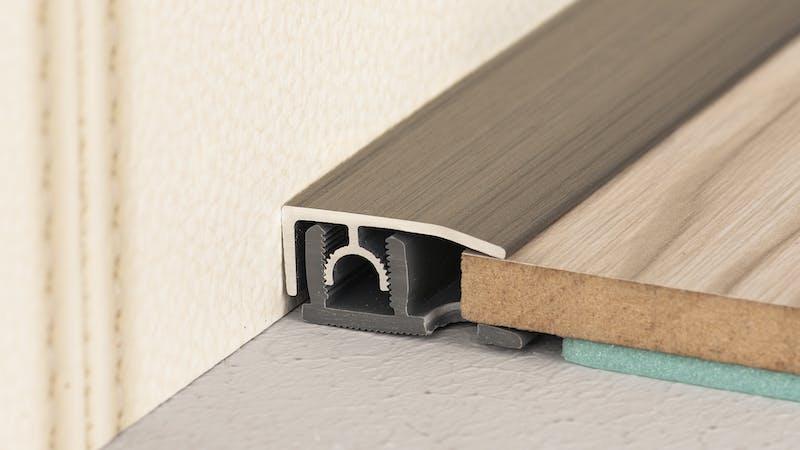Abschlussprofil - Edelstahl gebürstet - 26 mm x 100 cm Produktbild Schlafzimmer - Urban zoom