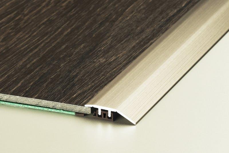 Anpassungsprofil - Edelstahl gebürstet - 34 mm x 270 cm Produktbild Schlafzimmer - Urban zoom