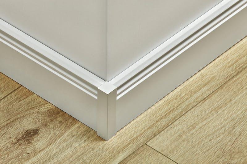 Universeller Fußleistenabschluss Weiß - Höhe 61 mm Produktbild Küche & Esszimmer - Modern mit Treppe zoom